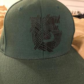 Burton cap med flexfit - passer fra 6 7/8 - 7 1/2 cirka S-M