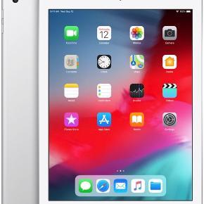 Apple iPad Air Wi-Fi + 32GB Silver....Den er som ny, brugt max 10 gange, jeg har en der er arbejds relateret derfor får jeg ikke brugt den her....Der følger original skind cover med i sort....