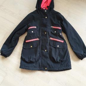 Super pæn vinter jakke fra danefæ i sort m pink i str 11 år/146