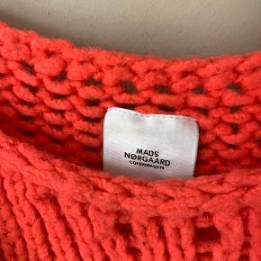 Rød / lyserød / orange farve   Køber betaler selv fragt🤍 tjek mine andre annoncer - har over 400, og der er mulighed for mængderabat✌🏼