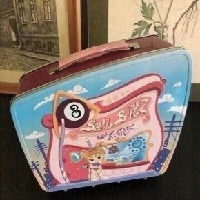 Bratz kuffert  - 21 b 18 h 9,5 d - fast pris -køb 4 annoncer og den billigste er gratis - kan afhentes på Mimersgade 111 - sender gerne hvis du betaler Porto - mødes ikke andre steder - bytter ikke