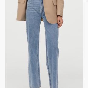 Helt nye straight jeans med lige ben fra H&M. Str. 38. Sælges da de er en smule for store til mig😃