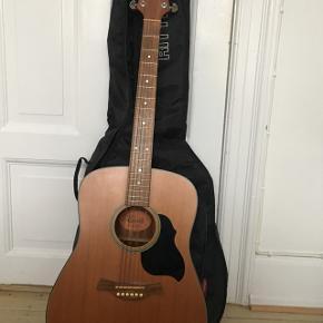 Smuk Crafter western guitar søger ny ejer, da den desværre ikke bliver brugt. God stand, praktisk taske medfølger. BYD! 🤠