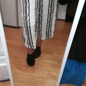 Culotte bukser i str. S  Nypris 250,-  Forstør billedet.  Bytter ikke