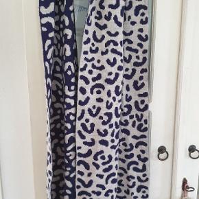 Lækre strik agtige tørklæder. 2 stk. Sælges ssmlet