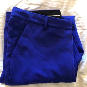 Kongeblå bukser fra designer remix. Aldrig brugte. Bukserne er alm længde.