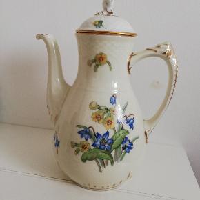 Njal B&G porcelæn  Creme porcelæn, blå og gule forårsblomster  Stor kaffekande 26 cm 1 liter