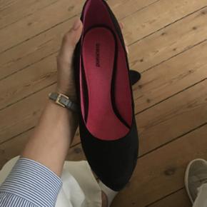Fine sko fra mærket graceland. Str 39. Mener nyprisen er 350. Brugt én gang for et år siden. Sælges da de ikke bliver brugt.  Pris 125. Eller Byd