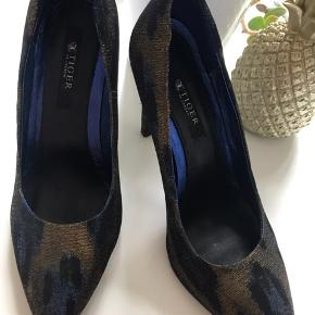 Sexy peacock pattern stilettos 🤩