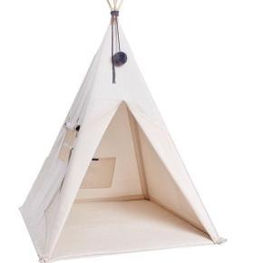 Nununu tipi telt skaber rammerne til mange timers hyggelig leg og pynter så meget på ethvert børneværelse.  Det den store model  nypris 1500kr  Sælges for 800kr