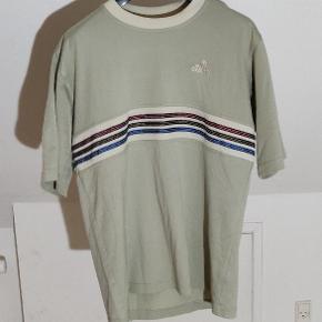 Vintage t-shirt fra adidas👆 Cond: som beset på billedet💢