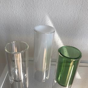 3. Stk Flower Tube vaser 1.stk 20 cm i hvid. 2.stk 16 cm i klar og grøn