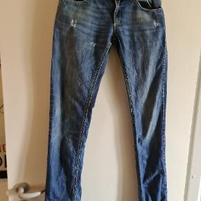 Flotte bukser str 27 sælges for en veninde.  Byd ! :)