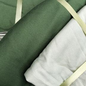 2 farvet sengetøj i lys og mørk grøn  Materialet er 100 % bomuld 90x200 Samlet 100 kr plus fragt