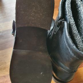 Super flot støvle uden for brugt få gange.
