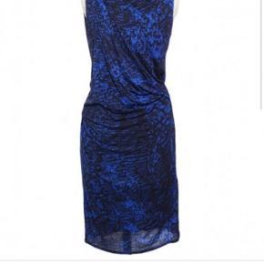 Helmut lang kjole i str P, svarer til en small. Køber betaler Porto