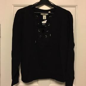 H&M Anden overdel, Ny, med prismærke. Skanderborg - H&M L.O.G.G sweatshirt i str. S - aldrig brugt.. H&M Anden overdel, Skanderborg. Ny, med prismærke, Aldrig brugt og stadig med prismærke. Har ingen skader eller tegn på brug
