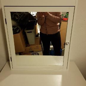 Skønt opbevarings spejl skab. Fin stand👌🏼
