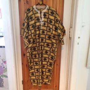 Afrikansk kjole fra Kongo, onesize str S-L, brugt et par gange.
