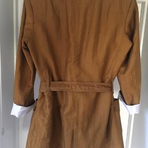 A jacket from Zara. Never been worn.   Size S.   Made of: 57% Linen 30% viscose 13% polyamide  Np 699