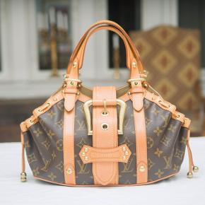 Louis Vuitton taske Louis Vuitton Limited Edition Theda Monogram hånd/skuldertaske i rigtig flot stand. Str. : 29 x 20 cm. Se flere billeder i kommentar  Ingen kvittering  Fast pris.
