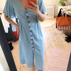Mega fin kjole fra Zara. Den er brugt 1 gang, så fremstår derfor som ny. Mp 100 kr.