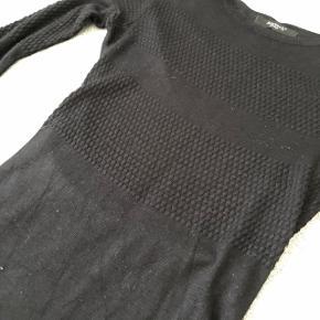 Sisters Point trøje str XS  Brugg få gange og stadig i pæn stand  Sælges for 10kr