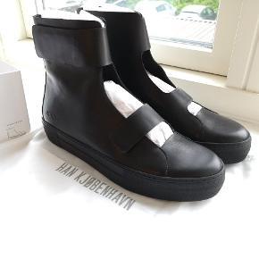 Han Kjøbenhavn AW16 støvler. Vildt design, der minder en del om Rick Owens.