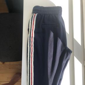 Flotte bukser fra only. Str m, str 32 i længden. 63% viscose og 32 nylon.  Ikke brugt meget :-)