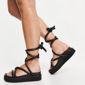 Public Desire sandaler
