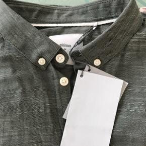 Minimum skjorte. Str L. Ikke brugt.