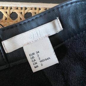 Super fin nederdel fra H&M TREND - aldrig brugt! Nypris: 499 str: 34 (xs) - byd!