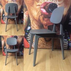 Casa Living Med en siddehøjde på 41,5 cm Brug stolen inde og ude H: 82 Grå Kan skilles ad  Samlet pris 1000 kr.  Afhentning i Sabro