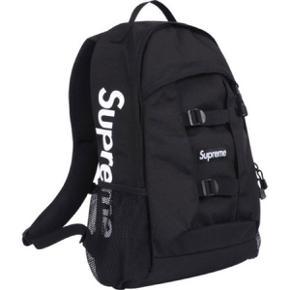 Supreme rygsæk/backpack fra kollektioner SS14 i meget fin stand.Sjældent at man ser den da den er over fire år gammel :) Cond: 7/10 Pæn stand