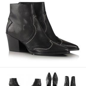 Sælger disse fede støvler fra Billi Bi. Modellen hedder 3711. De er meget velholdte og fremstår i rigtig pæn stand både på ydersiden og undersiden af skoen.  Efter min mening er de også behagelige at gå i.  Skoen er en str. 38 og du er meget velkommen til at skrive for flere billeder.   Nypris er 1.600kr. Jeg bytter IKKE.