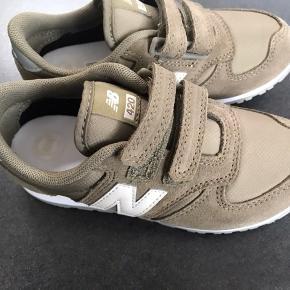 Nye New Balance Sneakers   Måler 17,5 cm  NP 500,-  MP 300,- pp