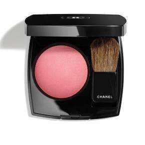 Chanel powder blush i farven 440 Quintessence. Børsten følger med og er aldrig brugt!  Farven er hverken for mørk eller lys og passer derfor perfekt til næsten alle hudnuancer. Den er i god stand, men brugt siden sidste måned. Derfor kun en måned gammel.  Sælges da jeg gerne vil prøve en ny farve.   Nypris: 360  BYD!
