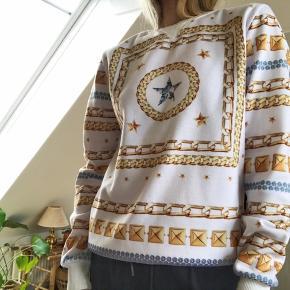 Flot sweatshirt med diamant tryk.  Vasket én gang.  Np 599 .-