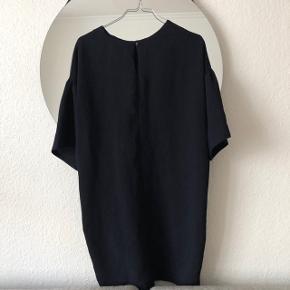 🛑 FLYTTESALG🛑 Hjælp med mig at få ryddet ud i hele garderoben, % ved køb af mere end 1 vare, procenterne bliver regnet uden fragten.  ZARA kjole med fin binde detalje   størrelse: S  pris: 150 kr   fragt: 37 kr