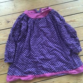 Krymmel kjole 104/110 -fast pris -køb 4 annoncer og den billigste er gratis - kan afhentes på Mimersgade 111 - sender gerne hvis du betaler Porto - mødes ikke andre steder - bytter ikke