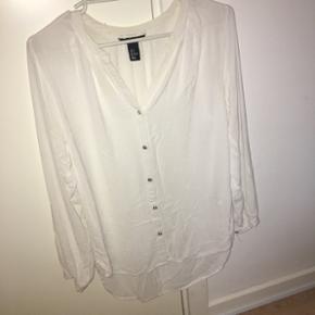 Lækker hvid skjorte - str. 36/38🌸