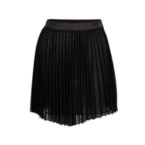 Neo noir nederdel med glimmer i sort   størrelse: S   pris: 285kr   fragt: 37 kr ( 33 kr ved Trendsales handel )   Stadigvæk med mærke aldrig brugt