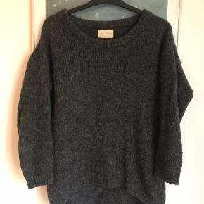 Sweater fra American Vintage. Passer M-L.  Fin stand.