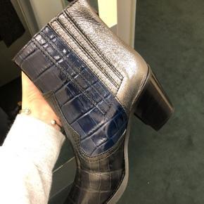 Flotte støvler fra ganni i en størrelse 40. De er lidt for høje til mig, så får dem desværre ikke brugt så meget som jeg gerne ville 🌸🥰  Kom gerne med et bud ☺️