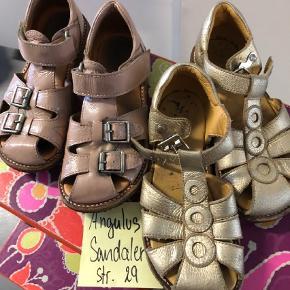 Varetype: Sandaler Farve: Pudder  Sølv er lettere slit 150 Rose er fine 225