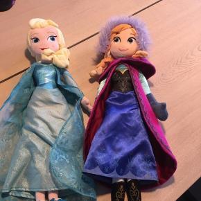 Elsa og Anna.  Købt i Disneystore  Fra røg og dyrefrit hjem Afhentes Tjæreborg