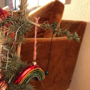 Fede retro ophæng til julelys til juletræet 🎄 brugte, men pæn stand! 10 stk haves. Pris pr. stk.   Bemærk - afhentes ved Harald Jensens plads eller sendes med dao. Bytter ikke 🌸  🎀 Julelys juletræslys juletræ juleophæng julepynt jul pynt ophæng lys stearinlys lyseholdere lyseholder