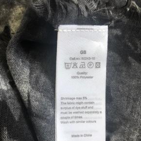 Lækkert tørklæde fra soyaconcept. Byd gerne.
