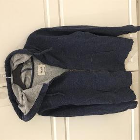 Brand: NN-07 Varetype: hættetrøje Farve: støvet blå  Flot hættetrøje fra NN-07 som kun er brugt et par gange