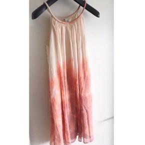 Vila kjole med dip-dye farve effekt Med stropper str m - aldrig brugt Nypris var 499kr   Kan hentes i Aarhus eller Randers